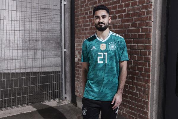 Ilkay Gündogan im neuen DFB Away Trikot 2018 von adidas.