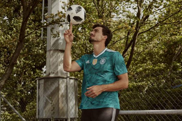Mats Hummels im neuen grünen DFB Away Trikot 2018 von adidas.