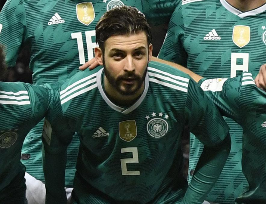 Marvin Plattenhardt von Hertha BSC im neuen grünen Away-Trikot 2018 beim Länderspiel gegen Brasilien (Foto AFP)