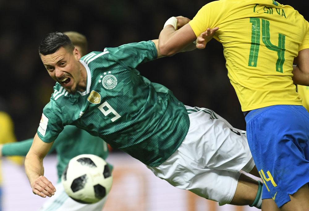 Sandro Wagner im neuen DFB Away Trikot mit der Triokotnummer 9 gegen Brasilien am 28.März 2018 (Foto AFP)