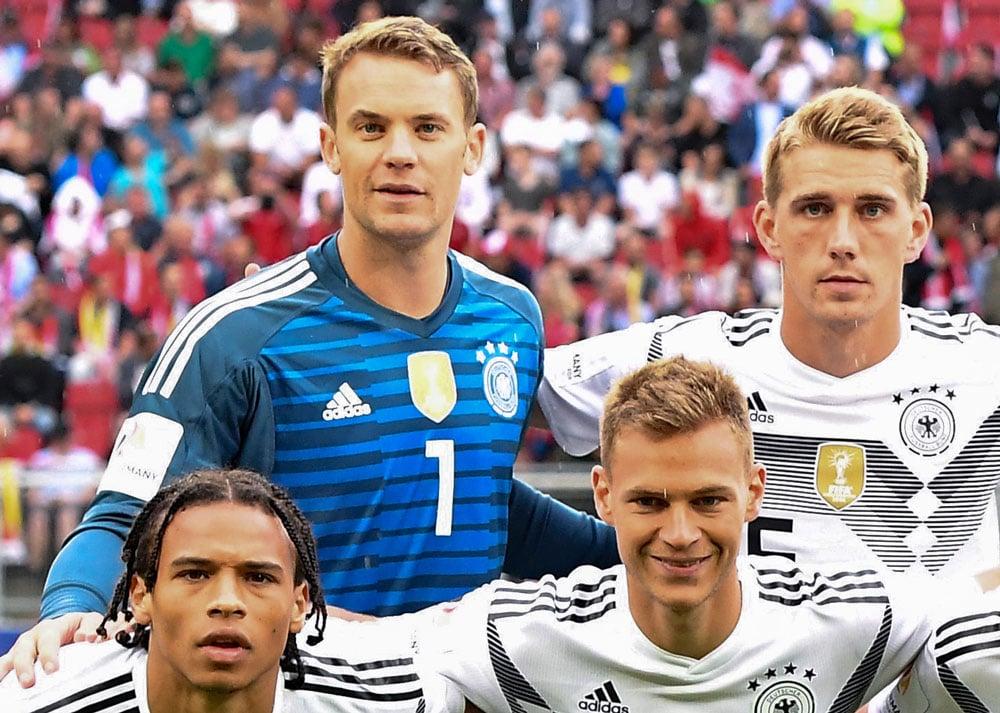 Manuel Neuer im aktuellen DFB Torwarttrikot mit der Nummer 1 beim Comeback 2018 gegen Österreich (Foto AFP)