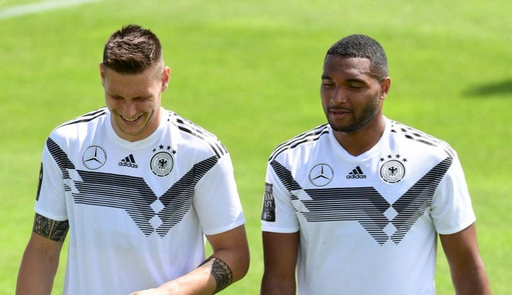 Jonathan Tah im vorläufigen WM Kader (rechts) im Trainingslager mit Mannschaftskollegen Niklas Süle (Foto AFP)