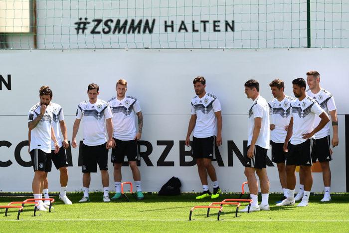 Die deutsche Nationalmannschaft höchst konzentriert im WM-Trainingslager im Rungghof bei Girlan nahe Bozen/Tirol. (Foto AFP)