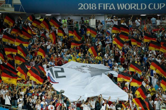Deutschland Fans mit dem Trikot Nummer 12 von Deutschland bei der Fußball Weltmeisterschaft in Russland beim Spiel gegen Schweden am 23.Juni 2018. / AFP PHOTO / Odd ANDERSEN