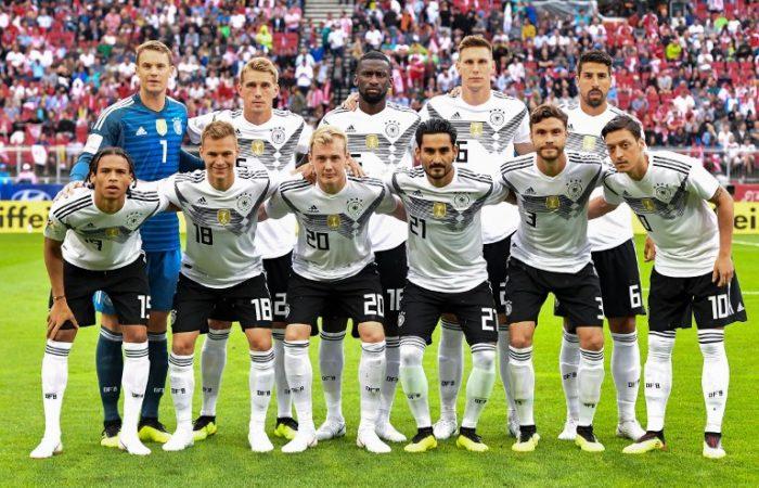 Die deutsche Startaufstellung beim Testspiel gegen Österreich in Klagenfurt am 2.Juni 2018. / AFP PHOTO / JOE KLAMAR