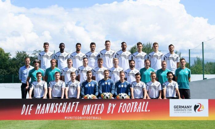 Der deutsche Wm Kader 2018: 23 Nationalspieler plus dem Trainerteam im Trainingslager in Eppan / Südtirol. (Foto DFB)