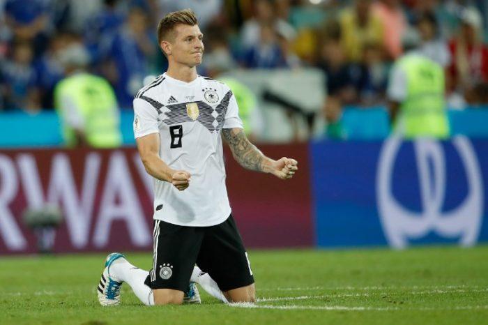 Toni Kroos feiert sein Last Minute Tor gegen Schweden am 23.6.2018 in der WM Gruppe F - Deutschland gewinnt mit 2:1. / AFP PHOTO / Odd ANDERSEN