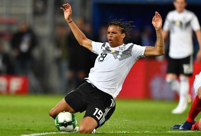 Leroy Sané mit der Rückennummer 19 beim Länderspiel gegen Österreich - auch er konnte die 1:2 Niederlage nicht verhindern. / AFP PHOTO / Joe KLAMAR