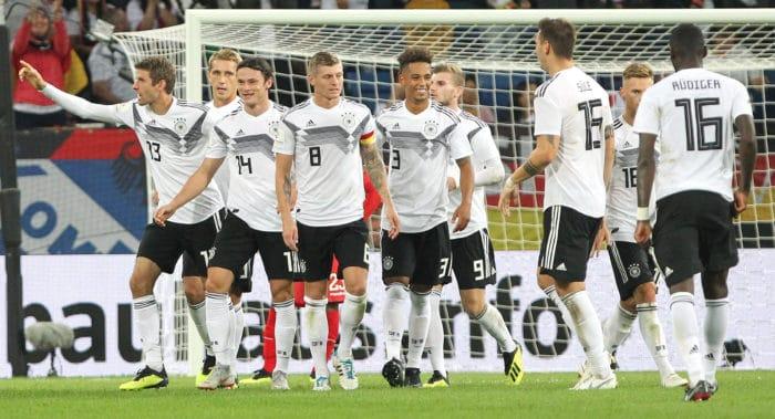 Deutschland im aktuellen DFB-Trikot ohne WM-FIFA-Emblem von adidas am 9.September 2018 gegen Peru. / AFP PHOTO / Daniel ROLAND