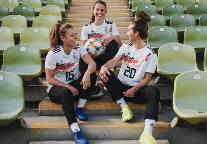 Die neuen DFB Heimtrikots der Damen 2019. (Photocredits: adidas/DFB © Nicola Rehbein)