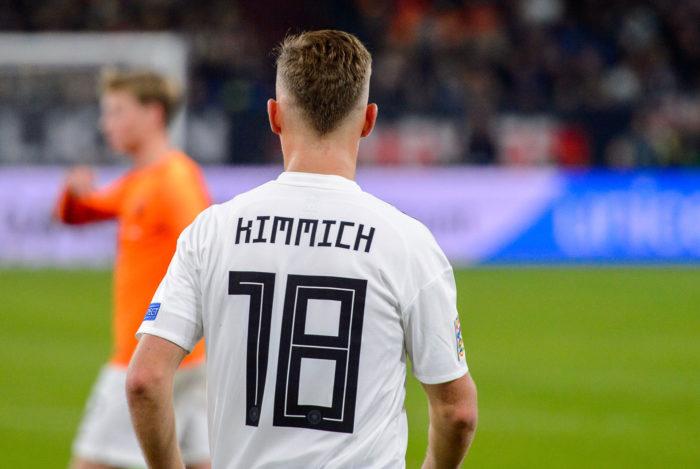 Joshua Kimmich im Sommer 2019 nach dem Länderspiel gegen die Niederlande mit der Rückennummer 18 (Foto Shutterstock)