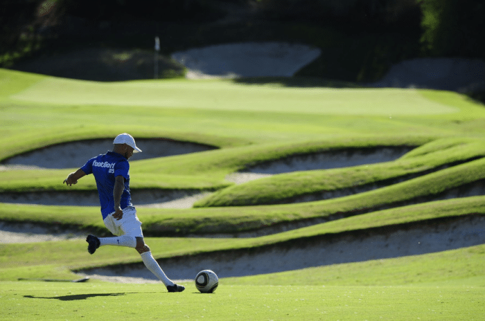 JuanMFernandez2000 (https://commons.wikimedia.org/wiki/File:FootGolf_Player_-_Approach.jpg), https://creativecommons.org/licenses/by-sa/4.0/legalcode