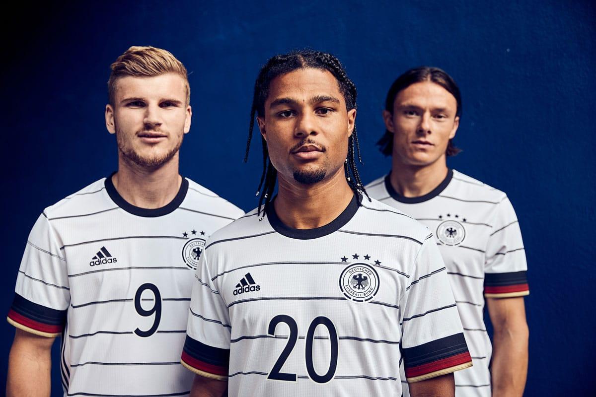 Das neue DFB Deutschland Trikot 2020 von adidas. Timo Werner, Serge Gnabry und Nico Schulz zeigen das neue DFB Trikot am 11.11.2019. (Copyright Adidas)