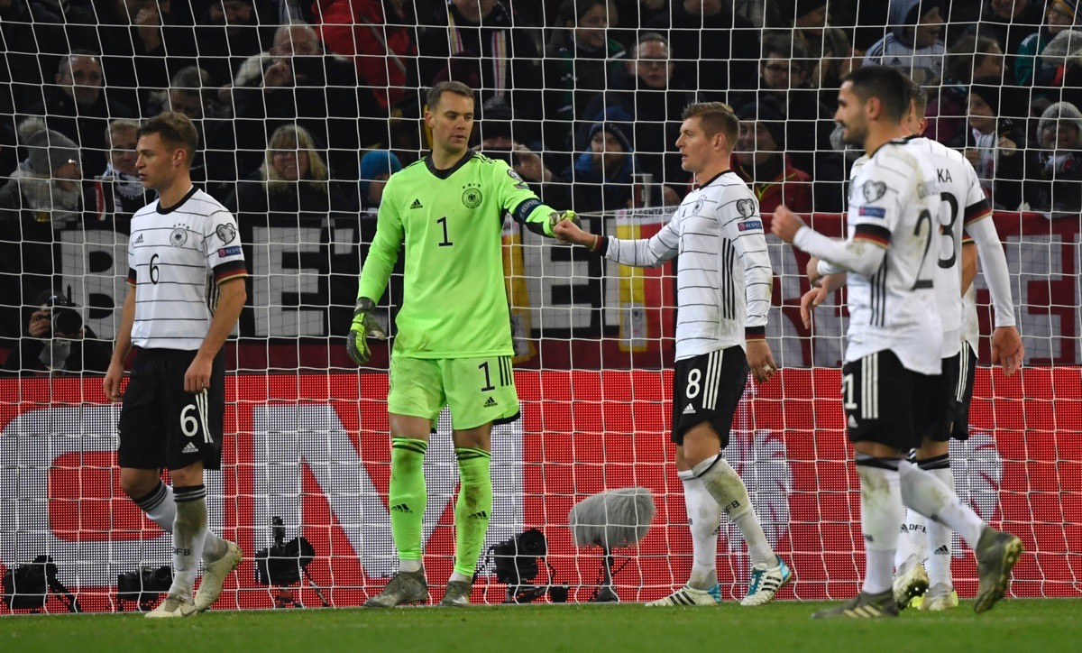 Deutschlands Torwart Nr.1 Manuel Neuer am  16.November 2019 in Mönchengladbach. (Photo by INA FASSBENDER / AFP)