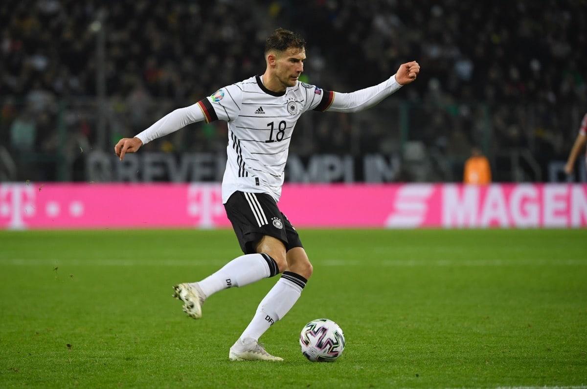 Leon Goretzka im neuen DFB Trikot 2020 mit der Nummer 18 (Photo by INA FASSBENDER / AFP)
