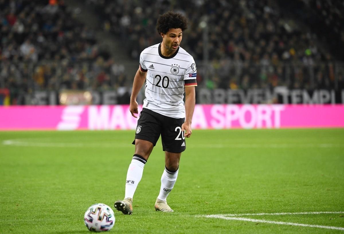 Serge Gnabry mit der Rückennummer 20 im neuen DFB Trikot 2020. (Photo by INA FASSBENDER / AFP)