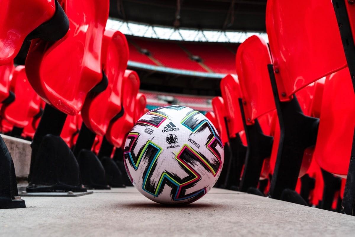 Mit diesem offiziellen Spielball der UEFA EURO 2020 wird gespielt: Der Uniforia!