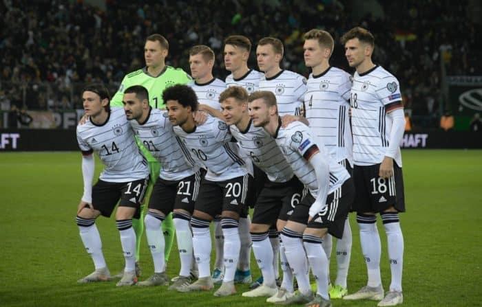 Startaufstellung im neuen DFB Trikot 2020 beim UEFA Euro 2020 Group C qualification Spiel gegen Weissrussland am 16.November 2019 in Mönchengladbach. (Photo by INA FASSBENDER / AFP)