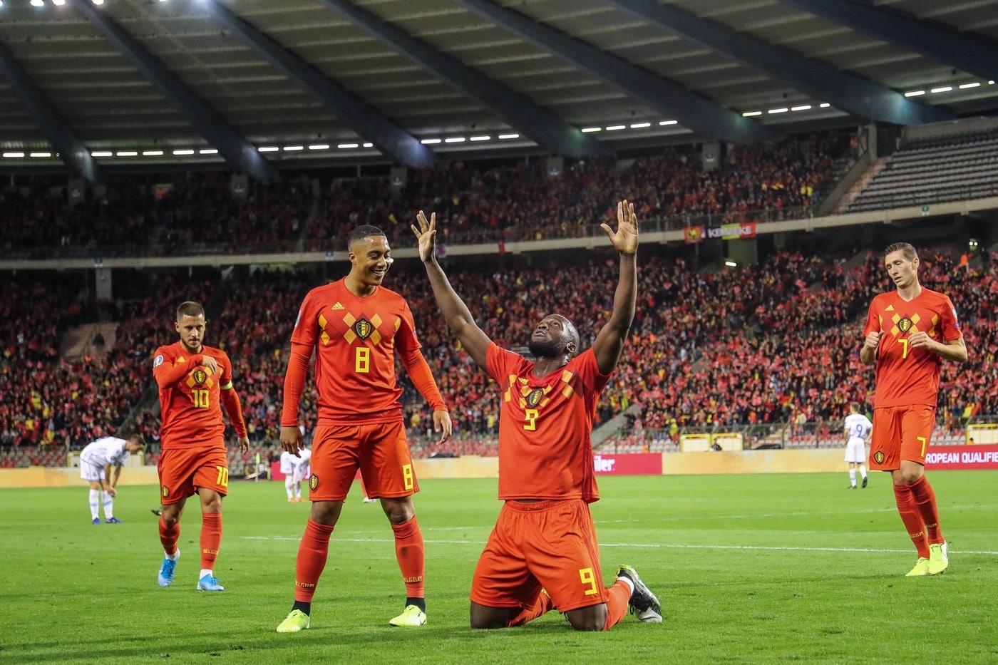 Belgiens Romelu Lukaku feiert eines seiner Tore und gleichzeitig am 10.Oktober 2019 die Qualifikation zur Fußball EM 2020. (Photo by BRUNO FAHY / BELGA / AFP)
