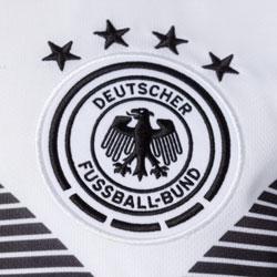 Wie viele Meistersterne hat Deutschland im Fußball?