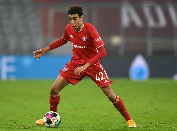 Jamal Musiala im Bayern-Trikot am 16.Dezember 2020 - wird er für Deutschland oder für England spielen?  Christof STACHE / POOL / AFP