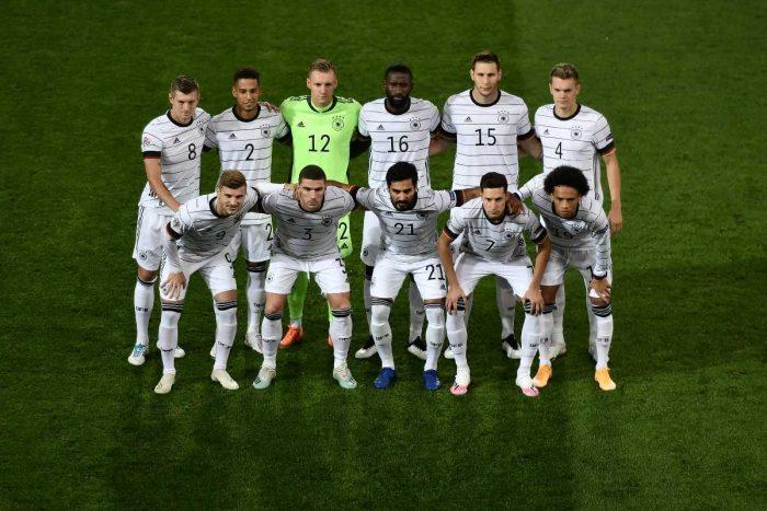 Der DFB Kader bzw. die Startaufstellung im neuen DFB Heim Trikot im März 2021. (Photo by Fabrice COFFRINI / AFP)