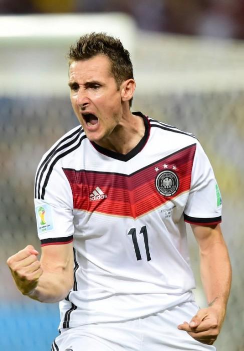 Miroslav Klose beim Torjubel gegen Ghana in der WM 2014 Vorrunde (AFP-PHOTO-JAVIER-SORIANO)